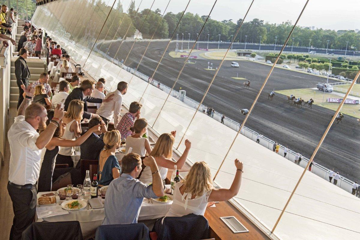 Restaurant panoramique - spectacle