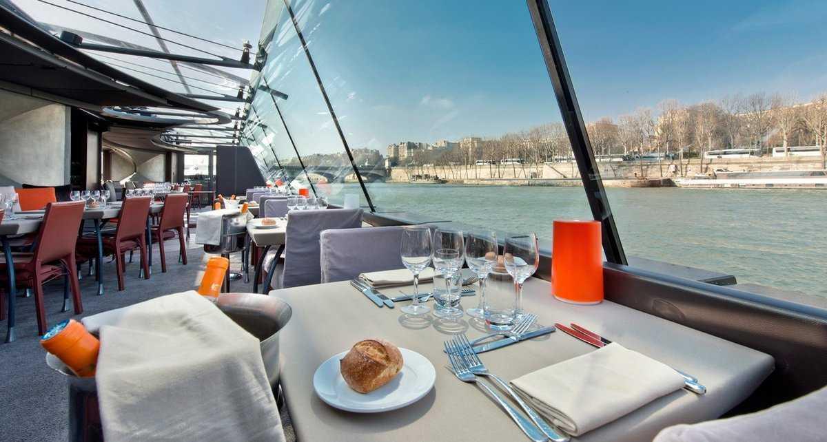 intérieur bateaux parisiens